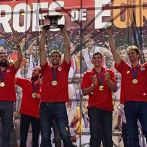 Şampiyon İspanya'ya coşkulu karşılama