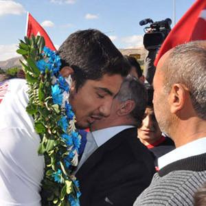 Dünya şampiyonu Taha Akgül Sivas'a geldi