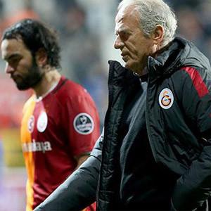 Galatasaray'da Mustafa Denizli kanunları !