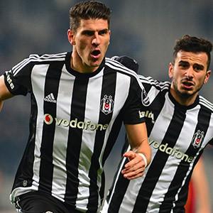 Gomez; Falcao, Dzeko, Balotelli'yi solladı !