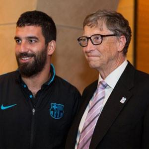 Arda, Bill Gates ile çekilen fotoğrafını paylaştı