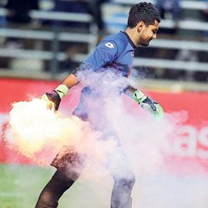 Bucaspor-Beşiktaş maçında meşale şoku