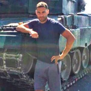 Beşiktaşlı yıldıztan Tank önünde poz !