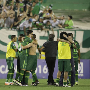 Brezilyalı futbolcuları taşıyan uçak düştü !