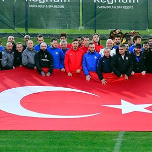 3 takımdan Türk bayraklı poz
