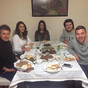 Podolski'den sürpriz ziyaret