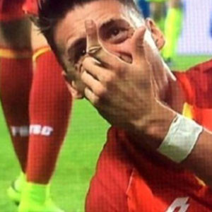 Almanya'da feci sakatlık ! Parmağı kırıldı...