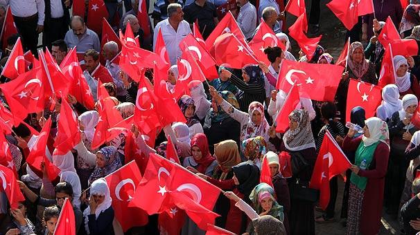 Diyarbakır'da her yer kırmızı beyaz !