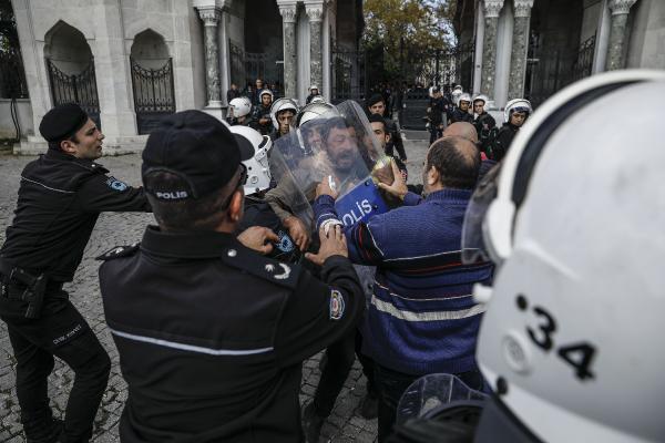 İstanbul Üniversitesi'nde polis müdahalesi
