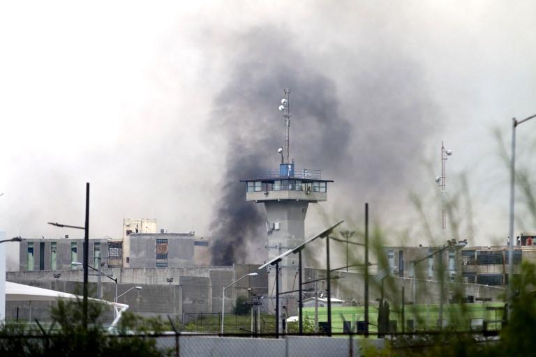 Hapishane savaş alanına döndü: 13 ölü