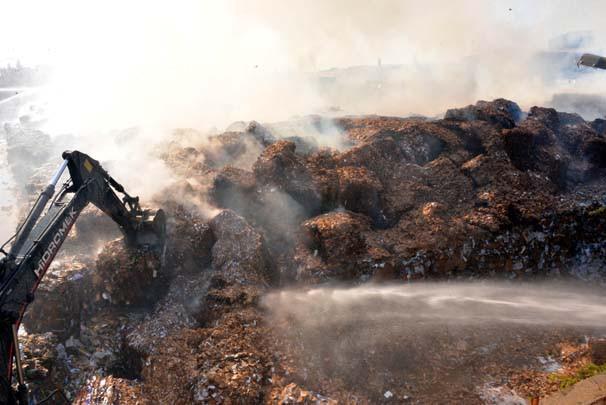 Kağıt fabrikasında büyük yangın