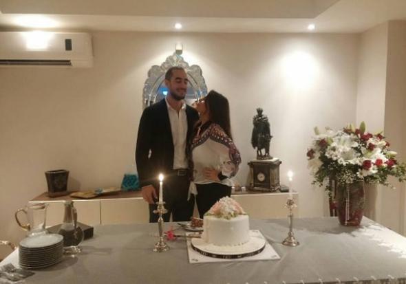 Yeşim Salkım'ın kızı nişanlandı