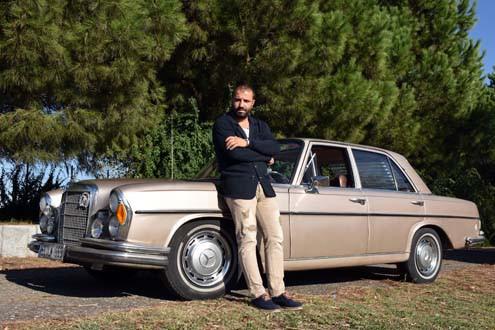 Yarım asırlık otomobile bir araba parası harcadı