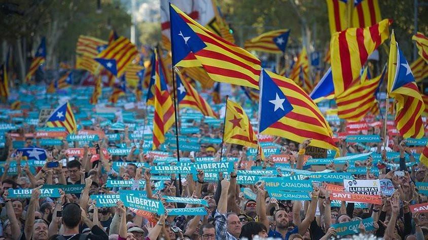 Katalonya parlamentosu tek taraflı bağımsızlık ilan etti