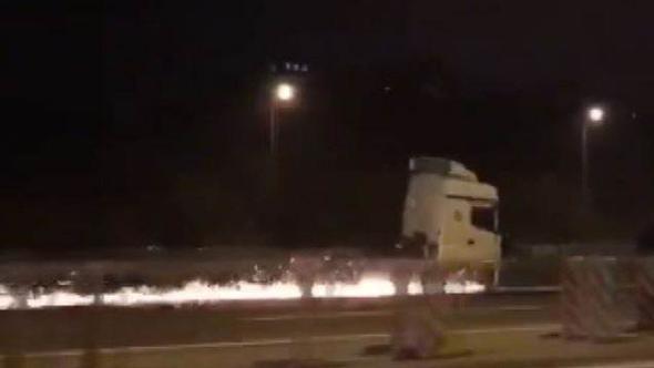 TEM'de TIR dehşeti; korku açan TIR'a polis ateş açtı