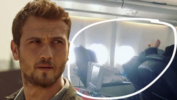 Ünlü oyuncu uçakta böyle yakalandı