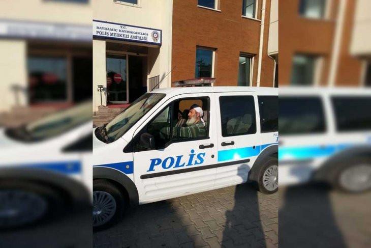 Artık polise bıyık, sakal, kolye, sarık ve cübbe yasak !