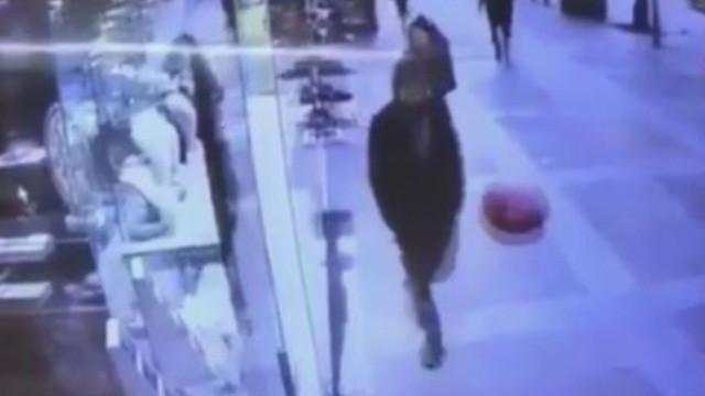 Sokakta balona rövaşata çeken adam sosyal medyayı salladı