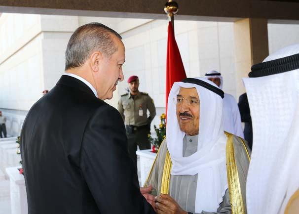 Erdoğan Kuveyt Emiri tarafından resmi törenle karşılandı