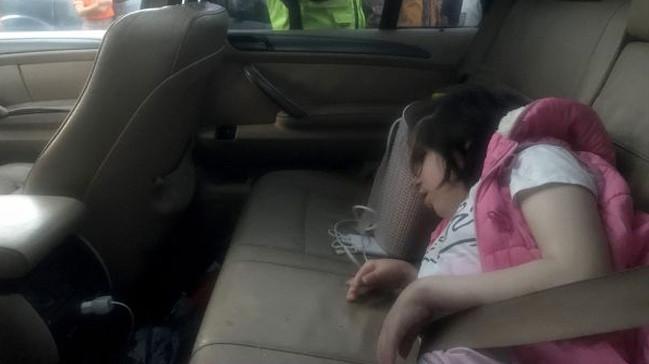 Engelli kızını araç içerisinde bırakan aileye soruşturma