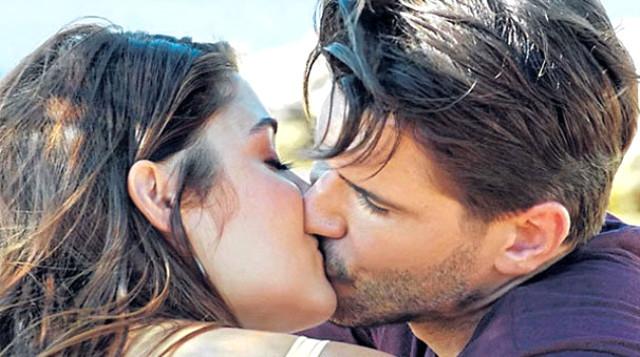 Almeda seti bastı, kocasının öpüşmesini izledi