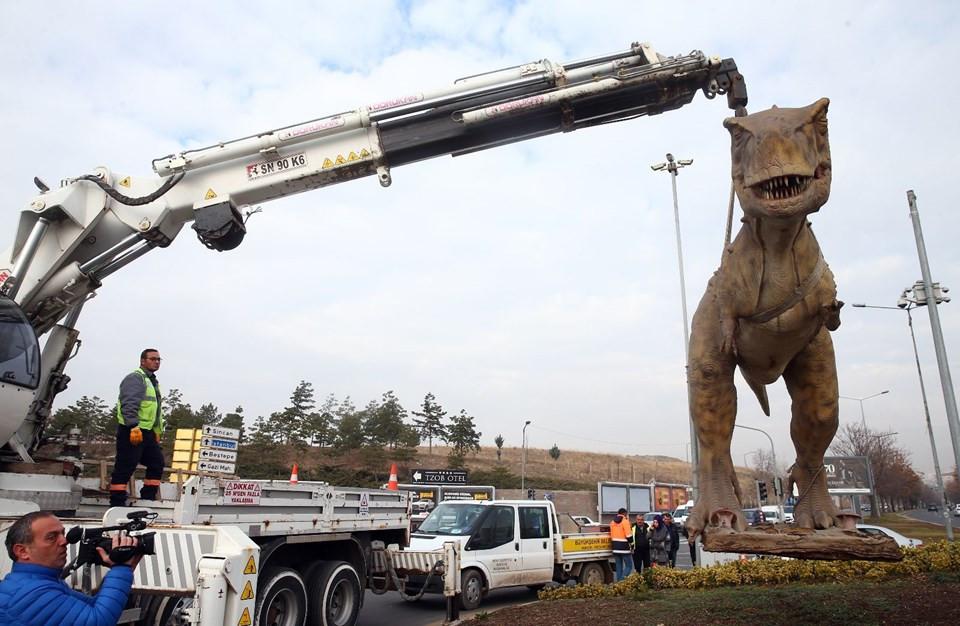 Ankara'daki dinozor maketi kaldırıldı