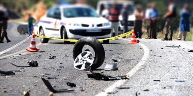 Akhisar'da feci kaza: 2 ölü, 6 yaralı