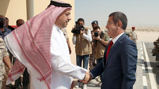 Milli Savunma Bakanı Canikli Katar'da