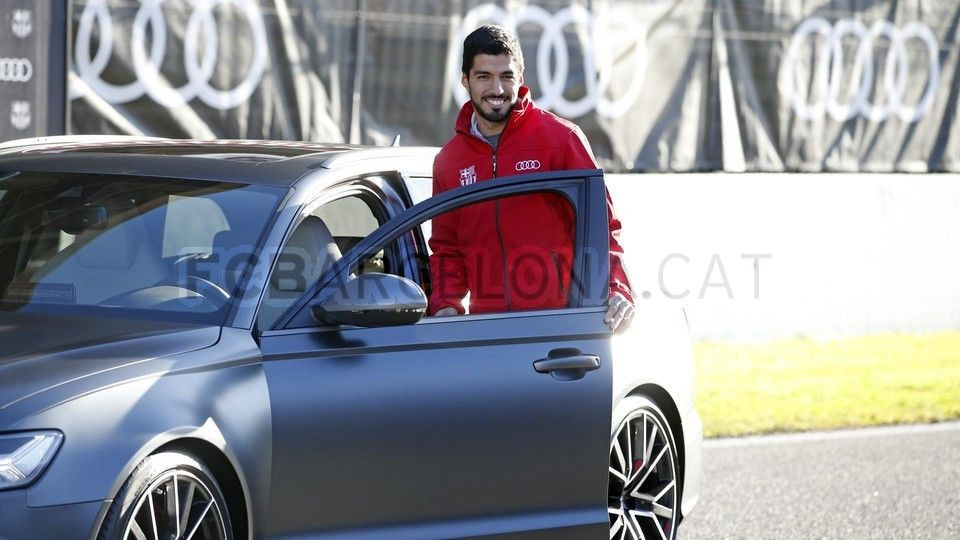 Barcelona'ya araba dağıttılar !