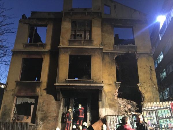 Beyoğlu'nda çöken binadan acı hahber geldi !