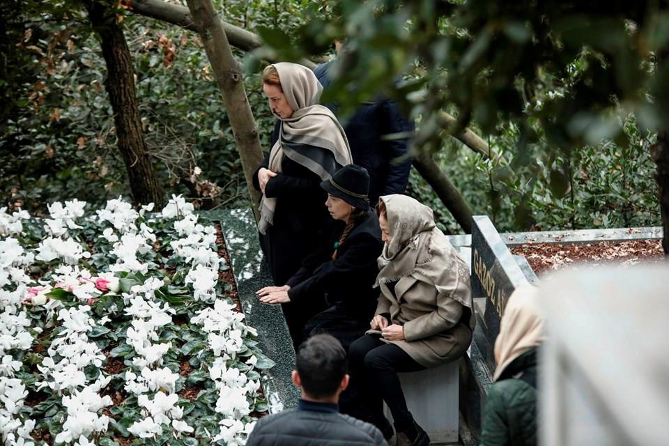 Berna Yılmaz oğlunun mezarını ziyaret etti - Resim: 1