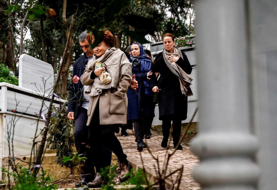 Berna Yılmaz oğlunun mezarını ziyaret etti - Resim: 3