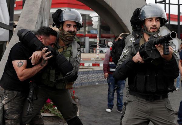 İsrail Filistinli göstericilere müdahale ediyor