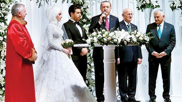 Bakan oğlunun düğününde nikahı müftü kıydı