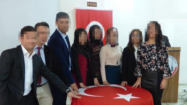 Türk Bayrağı'nı tuvalete astılar !