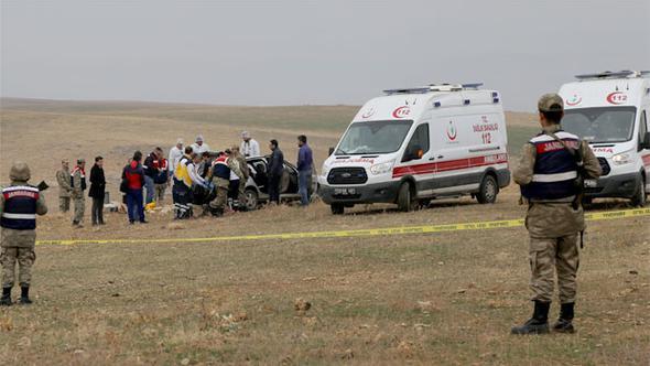 Otomobilde iki ceset bulundu