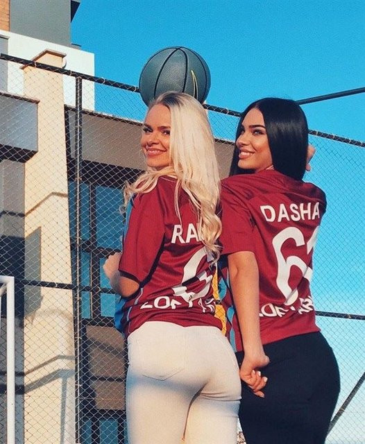 İki ünlü model Trabzonspor formasıyla !