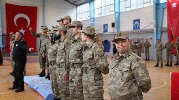 İşitme engelli sporcular temsili askerlik yaptı