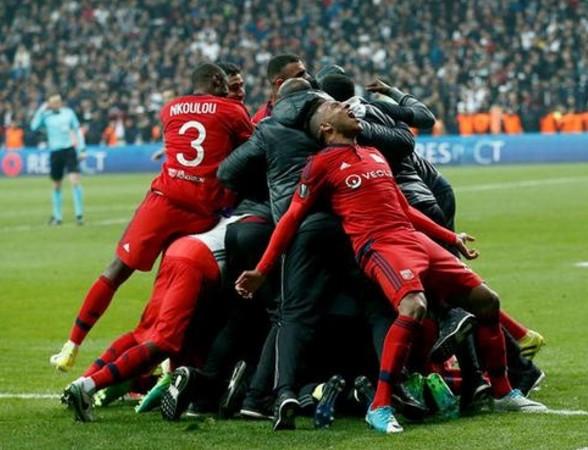 Lyonlu futbolcudan ahlaksız hareket