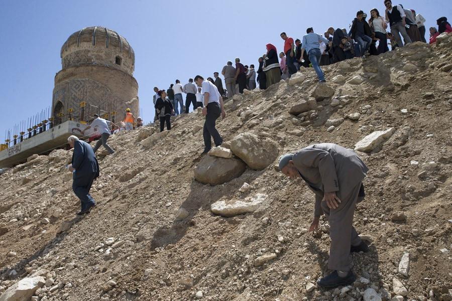 650 yıllık Zeynel Bey Türbesi'nin taşınması başarıyla tamamlandı