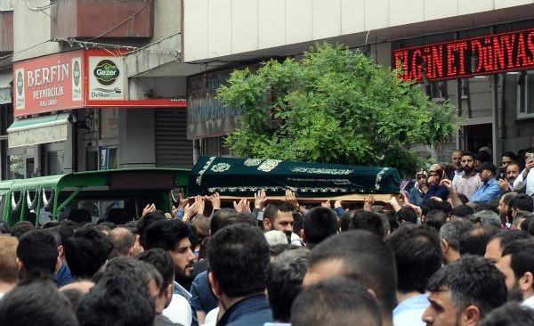 Sultangazi'de tansiyon düşmüyor, yüzlerce kişi sokağa döküldü - Resim: 1