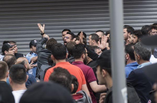 Sultangazi'de tansiyon düşmüyor, yüzlerce kişi sokağa döküldü - Resim: 2