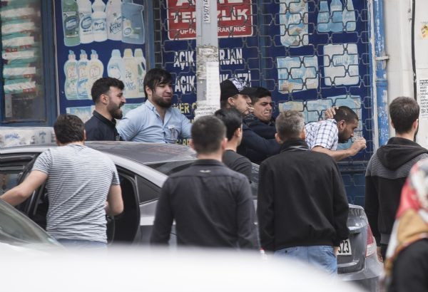 Sultangazi'de tansiyon düşmüyor, yüzlerce kişi sokağa döküldü - Resim: 3