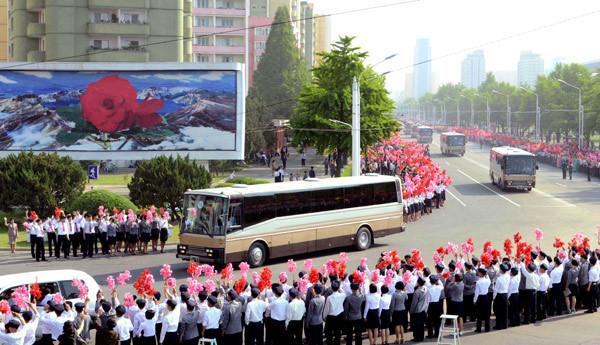 Kuzey Kore'de bayram havası !