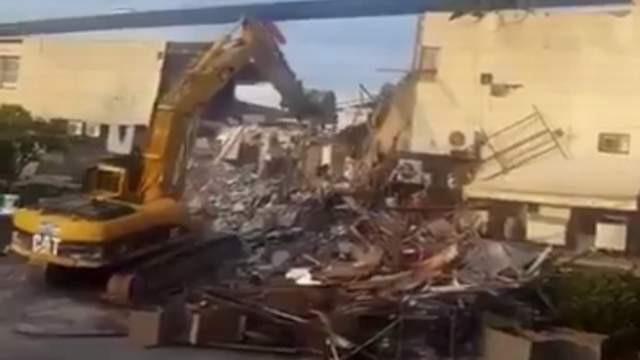 Ünlü eğlence mekanı Reina yıkıldı