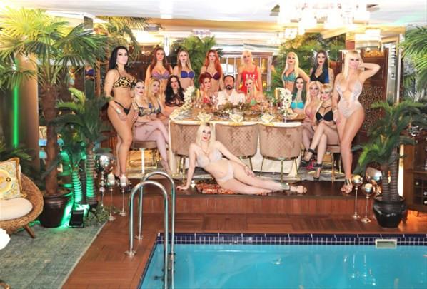 Adnan Oktar'ın havuz keyfi sosyal medyayı salladı