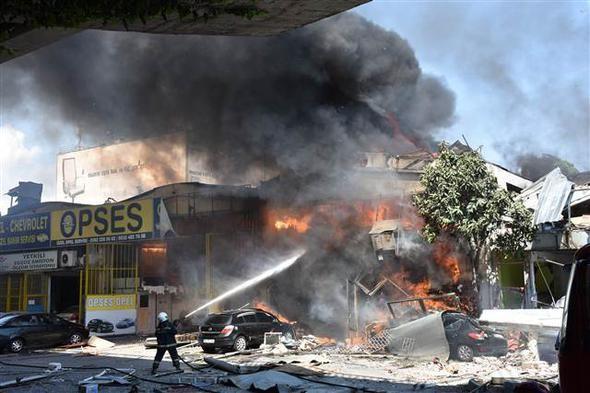 Sanayi sitesinde büyük patlama: 11 yaralı