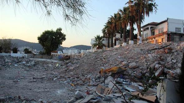 38 yıllık eğlence mekanı yıkıldı