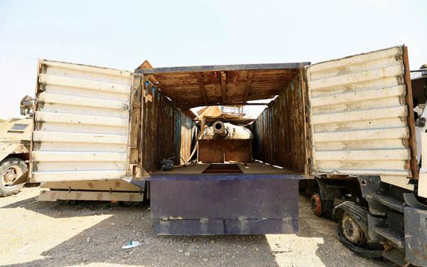Dehşete düşüren fotoğraflar ! Tankı kamyona gizlemişler