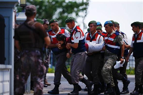 Darbeci asker yine olay çıkardı